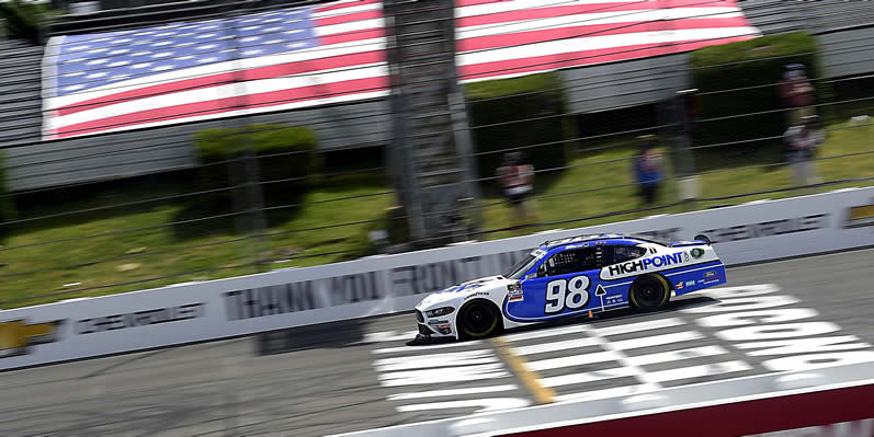 Chase Briscoe crosses the finish line