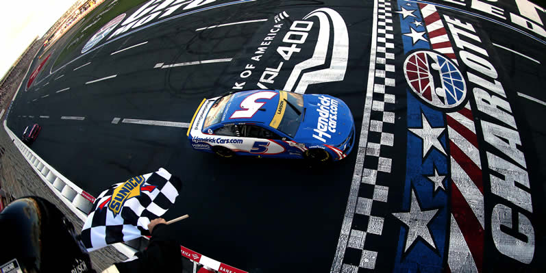 Kyle Larson crosses the finish line to take the checkered flag